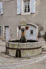 Montpezat-sous-Bauzon - La fontaine ronde (bollejeanclaude) Tags: bibliothèque france montpezatsousbauzon voyages photos ardèche nikoniste nikon fontaine fontaineronde