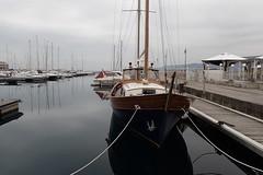 coque (8pl) Tags: trieste bateaux eau mer adriatique port plaisance italie cordes amarrage coque mât reflets