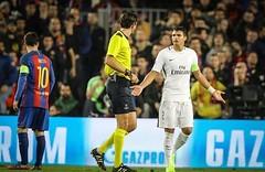 «يويفا» يدعم حكم مباراة برشلونة وباريس سان جيرمان (ahmkbrcom) Tags: باريس برشلونة دوريأبطالأوروبا شكوى