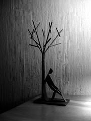 Loneliness. (anita gt) Tags: adorno tree arbol blackwhite sony dscp200 blanconegro sonydscp200