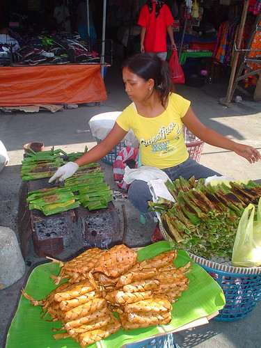 tupig snack delicacy made of rice young girl vendor street sidewalk vendor wrapped in banana leaves patupat grilling manaog pangasinan Pinoy Filipino Pilipino Buhay  people pictures photos life Philippinen  菲律宾  菲律賓  필리핀(공화국) Philippines
