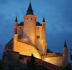El Alcazar de Segovia (MarcoIE) Tags: travel viaje blue espaa orange castle castles tourism yellow azul golden spain colorful europe 500v20f outdoor medieval amarillo viajes turismo castillo 100club gettyimages dorado anaranjado 1835mmf3545d mouseion 50club nikonstunninggallery abigfave impressedbeauty superaplus aplusphoto utata:project=uppj3 worldtrekker