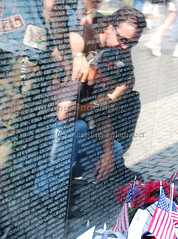 Memorial Day / Memorial Weekend, People mourning their loved ones at the Vietnam Memorial in Washington DC (joschmoblo) Tags: copyright d50 washingtondc dc washington nikon memorial day tag1 weekend honor statues vietnam tribute vietnammemorial 18200 memorialday allrightsreserved 2007 memorialweekend joschmoblo christinagnadinger