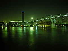 Tate Modern. Millennium Bridge (Dave Gorman) Tags: uk bridge green london thames night river millenniumbridge tatemodern riverthames fbps