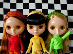 Group (Helena / Funny Bunny) Tags: doll group blythe jellybean olds sbl appleblossom lounginglovely powwowponcho funnybunny ingridhoney iloveyouitistrue coordinatedclothesset