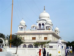 Gurudwara Charan Kanwal Sahib (Machhiwara Sahib) (Manny Pabla) Tags: travel sky people india heritage architecture religious temple shrine asia symbol indian muslim faith prayer religion culture icon historic holy desi temples sacred marble turban sikh sahib gurdwara punjab hindu dharma gurudwara pilgrim punjabi guru singh khalsa shaheed ludhiana beliefs kaur martyrdom sikhi mughals sirhind sanctity sikhtemple fatehgarh panjab saini khatri pabla panth gobind sikhdharma rupnagar ramgarhia gurdwaras ropar chamkaur machhiwara gurudwaras lubana gurugobindsingh gurughar babaajitsingh panthkhalsa sikhpanth babazorawarsingh babafatehsingh matagujriji nikkianjindanvadhaasaka sahibzadey babajujharsingh sahibzada