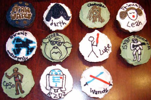 My Star Wars-illiterate friends and I made Star Wars cupcakes for my
