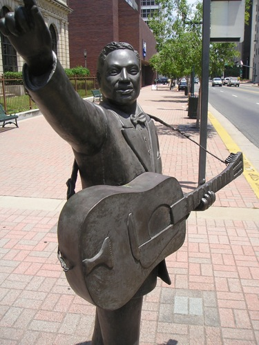Jessie Pitts' bronze of Leadbelly, Shreveport by trudeau
