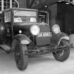 "tetleycar.jpg • <a style=""font-size:0.8em;"" href=""http://www.flickr.com/photos/87605699@N00/197241881/"" target=""_blank"">View on Flickr</a>"