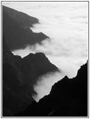 Pico do Arieiro (JVP pHoTOs) Tags: sky mountains portugal clouds island high hiking top peak pico madeira wandern vulcano vulkan areeiro
