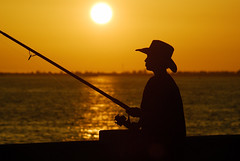 Fishing at the Sunshine Skyway (cosmosjon) Tags: sunset sunshineskyway sunshineskywaybridge manateecounty jonathansabin