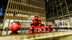 Giant Christmas Ornaments_New York City_#0055 (Hero32) Tags: bigapple camera fujifilm fujifilmxt1graphitesilveredition fujinonlensxf35mmf14r foggy fuji fujixt1 graphitesilver hero heroliao interchangeablecamerabody ny nyc newyorkcity photography us winter xt1 xtrans bridge brooklyn brooklynbridge eastriver fog morning river walk newyork