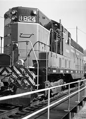 TVRM 1824 on the Turntable (leeharrison76) Tags: railroad mamiya chattanooga train diesel tennessee rail hp5 ilford selfdeveloped 1824 v700 mamiyasekor mamiya6451000s hp5plus400 tvrm homeprocessed tennesseevalleyrailroadmuseum
