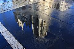 Pulchra leonina     EXPLORE (RalRuiz) Tags: espaa agua catedral reflejo len portada suelo castillaylen gtico catedraldesantamara