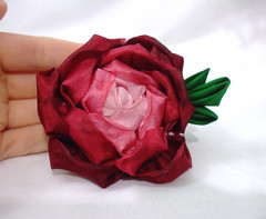 DSCF5709 (EruwaedhielElleth) Tags: flowers flower hair handmade fabric hana accessory tsumami kanzashi zaiku imlothmelui