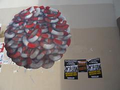 Bouées en boule et défense contre le capitalisme, rue le la Bidassoa, Paris 20 (Jeanne Menj) Tags: streetart boule bouées quartierlibre capitalisme paris20 islamophobie hérard ruelelabidassoa