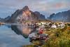 Reine Norwegen Lofoten (SonjaS.) Tags: lofoten reine sonnenaufgang sunrise berge mountains wasser norway norwegen herbst autumn spiegelungen glow