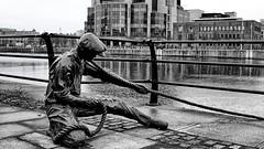 95/116 Balanced Leverage (mik-shep) Tags: 95 balance 116picturesin2016 liffey river statue bw thelinesman doniemacmanus bronze
