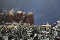 5IMG0993 Houses in the clouds (Glenn Gilbert) Tags: sedona arizona landscape horizontal colorimage outdoor mountains rockformations weather clouds cloudy cool sunshine fog architecture houses redrocks redrockcountry coffeepot rock forest evergreens conifers