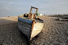 Dungeness Life VIII (www.hot-gomez-fotografie.de) Tags: dungeness kent kentlife uk beach shale boat ruin relic rotting old fishing nikon