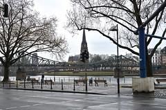 Una tarde en el parque (Edson-Garcia) Tags: park europe trip travel cities germany landscape frankfurt paisajes photography bridge river alemania mochilero