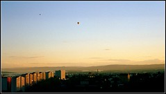 Hot air balloons over Oslo (Marie Helèn) Tags: hotairballoon air balloons inthesky flying floating upupandaway oslo norway travel airtravel mountains