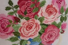 Roses Galore (katarishko) Tags: flowers crossstitch needlework handmade embroidery pointdecroix bordado broderie pontocruz xstitch  ricamo   kreuzstich etamin    kanavie  lesleyteare kanavice  carpiisi