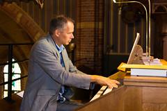 Ries de Visser bespeelt het Adema-orgel, St.-Agathakerk, Lisse, 12 september 2015. Foto: Alexander Schippers.