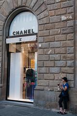 Chanel (edelweisskoenig) Tags: street italien italy woman 35mm florence nikon europa europe candid strasse eu icecream frau nikkor chanel eis florenz dx toskana tuskany d300 35mmf18g