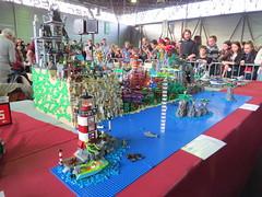 IMG_8025 (LUG Festibriques) Tags: montagne dragon lego exposition fantasy nancy hotdogs caverne fantastique 2015 scoubidou festibriques ludibriques