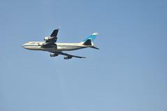 KU0104 LHR-KWI (A380spotter) Tags: london climb heathrow ku 400 boeing departure takeoff combi 747 lhr scd kac 400m egll kuwaitairways climbout 27r الخطوطالجويةالكويتية runway27r 9kade sidecargodoor aljabriya ku0104 lhrkwi الجبرية aljabariyah