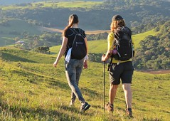caminhantes (jakza - Jaque Zattera) Tags: campo juá indiadabuena caminhada trekking mulher dois costas