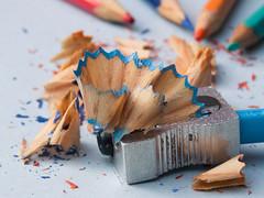 365-34 (Letua) Tags: sacapuntas lapices colores closeup viruta basura sharpener pencil rubbish