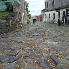Calle de los Suspiros. (Elias Rovielo) Tags: uruguay slaves uruguai coloniadelsacramento escravos calledelossuspiros colniadosacramento bairrohistrico ruadossuspiros