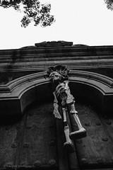 EMP_20151031_010.jpg (Ojo de Piedra) Tags: door halloween dayofthedead mexico blackwhite mexicocity culture spooky fujifilm haunting skeletons tradition coyoacan mex calacas artscrafts artesanías díademuertos cartoneria x100s