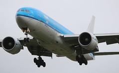 KLM Asia Boeing 777-200 (AMSfreak17) Tags: world holland netherlands dutch amsterdam canon de airplane airport asia aircraft airplanes nederland landing planes danny boeing klm approach 27 schiphol runway ams vliegtuig the eham planespotting spotter vliegtuigen 777200 70d of buitenveldertbaan soet phbqk amsfreak17