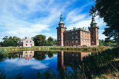 (c) Wolfgang Pfleger-0852 (wolfgangp_vienna) Tags: schweden sweden sverige schonen southsweden marsvinsholms slott marsvinsholmsslott ystad castle schloss teich schlossteich