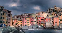Gente al mare (RobMenting) Tags: 70d eos building ligurië travel liguria genua europe architecture italia canon italië city canoneos70d