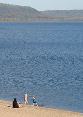 Beachcombers (DewCon) Tags: lakepepin
