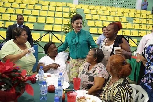 """Vicepresidenta Margarita Cedeño comparte con participantes del programa  Progresando con Solidaridad de Puerto Plata. • <a style=""""font-size:0.8em;"""" href=""""http://www.flickr.com/photos/91359360@N06/31772423371/"""" target=""""_blank"""">View on Flickr</a>"""