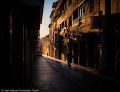 La calle con la luz más bonita de Granada (juanmatruji) Tags: street granada spain 2016 pentaxm fujifilmx 35mm shadows