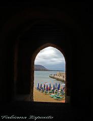 Porta Pescara (fabyana_esposito) Tags: cefalù sicilia porta portone estate summer scorcio mare sabbia spiaggia ombrellone sdraio