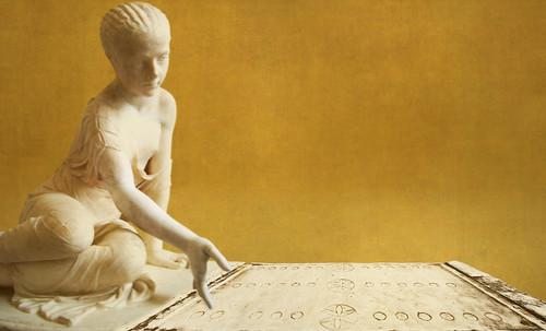 "Petteia - Ludus Latrunculorum  / Iconografía de las civilizaciones helenolatinas • <a style=""font-size:0.8em;"" href=""http://www.flickr.com/photos/30735181@N00/32522182255/"" target=""_blank"">View on Flickr</a>"