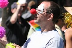 080817-3732 (Poussière de barbe) Tags: gaypride montreal canada cirque personne extérieur clown jongleur