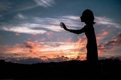 Alargo mi Mano Entre Nubes de Sangre e Ilusión, Rozando el Aire Que Esta a tu Alrededor, Esperando Darte Esperanza y Que no Pierdas tu Amor (Dibus y Deabus) Tags: sky españa backlight clouds sunrise canon contraluz hope spain gijón asturias amanecer cielo nubes tamron gijon esperanza 6d canon6d lamadredelemigrante lalloca asturiasparaisonatural theemigrantmother