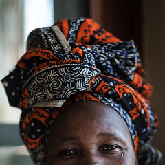 Every woman from Mozambique has a kapulana. (dinholimaakacamisaflorida) Tags: africa colors cores clothing african fabric mozambique moçambique tecido africano roupas áfrica africanas capulana moçambicana kapulana