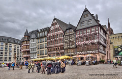 "Frankfurt Townsquare • <a style=""font-size:0.8em;"" href=""http://www.flickr.com/photos/45090765@N05/20902312260/"" target=""_blank"">View on Flickr</a>"