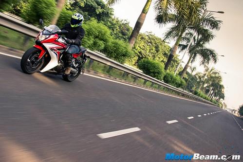 2015-Honda-CBR650R-01