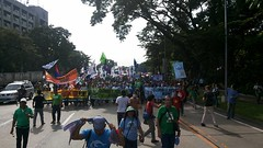 #Ecowalk: Thousands now marching in Quezon City Circle