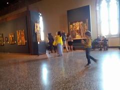 Venezia: nella prima domenica del mese all'Accademia si entra gratis. I Tiepolo, i Tintoretto, i Bellini, i Tiziano... Centinaia di capolavori che mozzano il fiato. Nessuno farebbe un'esercitazione militare a Venezia. Si solleverebbe il mondo intero per i